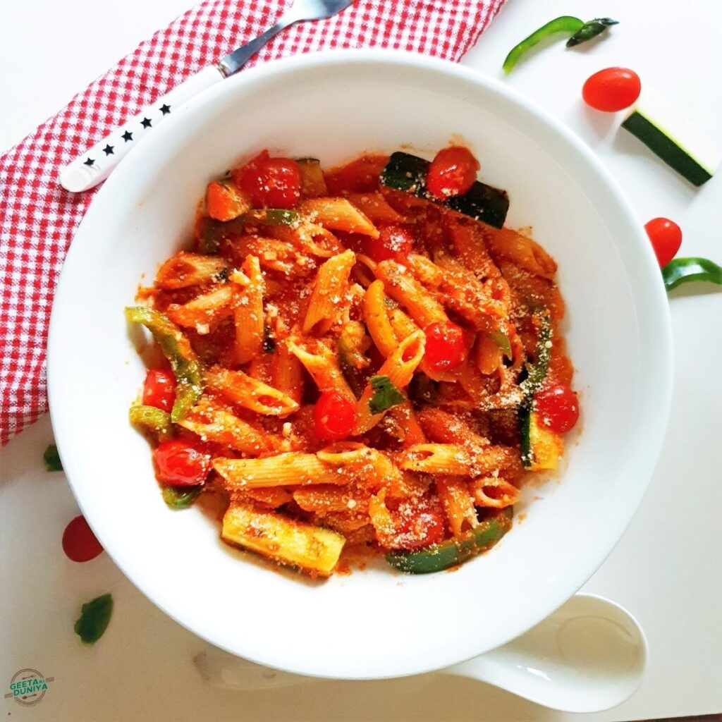 Pasta-in-red-sauce-with-vegetables