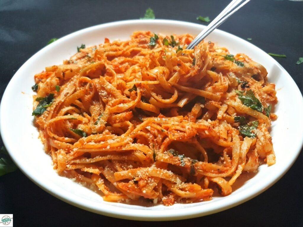 spaghetti pasta in red sauce